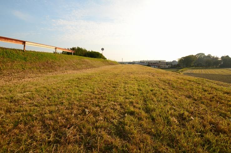 矢作川堤防の資材置き場スペース